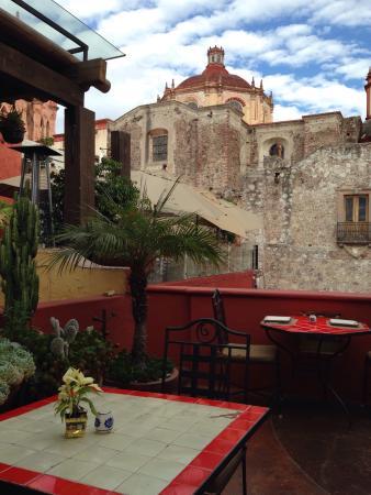 La Posadita: Mesas en la terraza