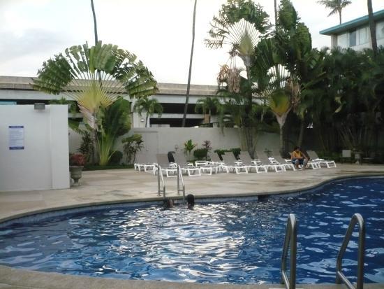 Airport Honolulu Hotel: Pool