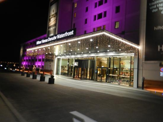 Front picture of hilton vienna danube waterfront vienna for Best hotel in vienna for christmas