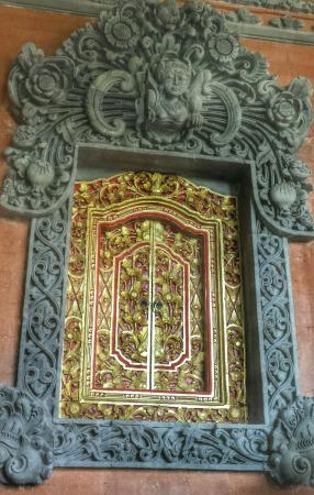 Gayatri Bungalows: Beautiful carvings