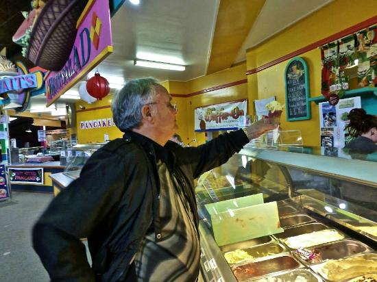 The Big Pineapple: Zdravko buying ice cream