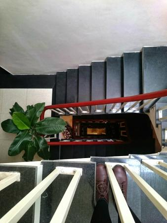 Hanoi Hibiscus Hotel: No lift, just up 5 floors of a steep stairwell.