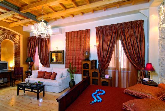 Avli Lounge Apartments: Junior Red Suite