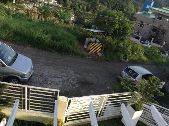 Tagaytay Lake View Villa: outside the house