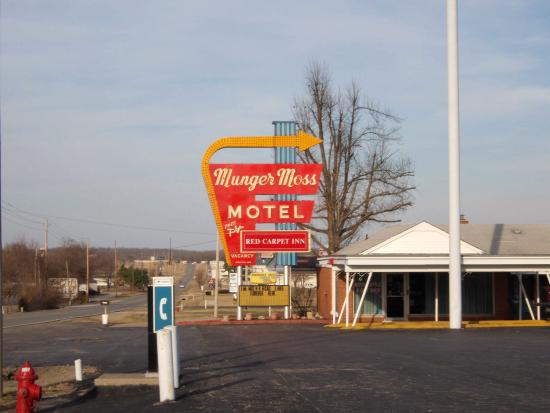 Munger Moss Motel: Great Neon Sign