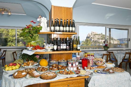 Buffet per la colazione nella sala ristorante dell - Hotel giardino delle ninfe e la fenice ...