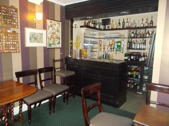 Beautiful Tyddyn Llan: Small Bar Area
