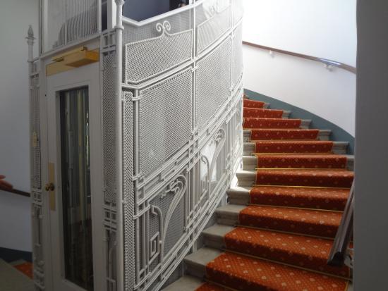 Hotel Kärntnerhof: Cage d'escalier