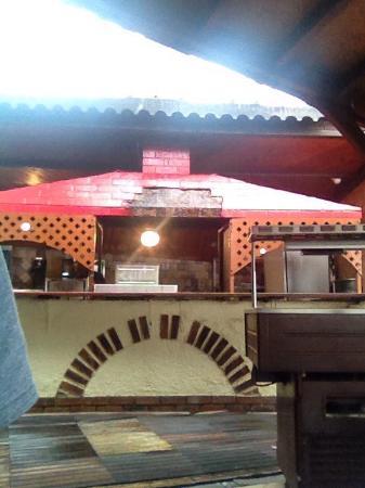 Cuisine d 39 t ou coule l 39 eau du toit sur les plaques - Cuisine d ete en pierre reconstituee ...