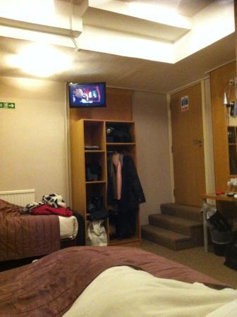Chambre au sous sol foto de arriva hotel londres for Chambre au sous sol