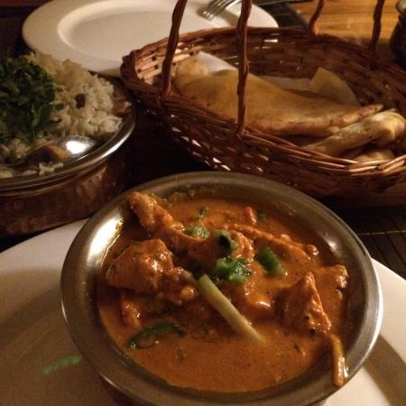 Elevant: Butter chicken and tikka masala. Hmmm