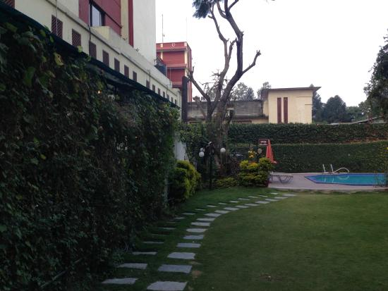 Grand Hotel Kathmandu: Courtyard and pool
