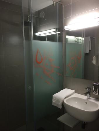 Hotel Bed4u Pamplona: Baño anexo