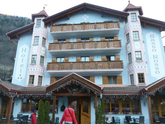 Hotel Sasso Rosso: Buitenkant hotel