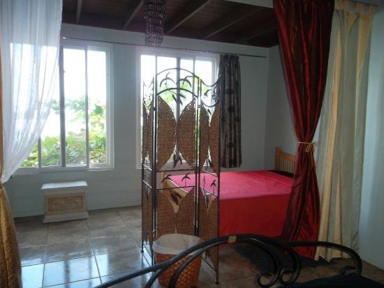 Calibishie Sandbar: Ocean View Bedroom