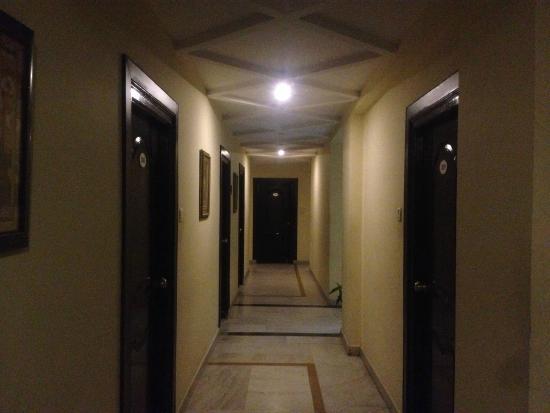 Hotel Savera Residency : passage