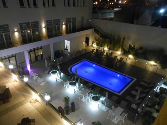 Novotel Avignon Centre: vue de la chambre sur la piscine