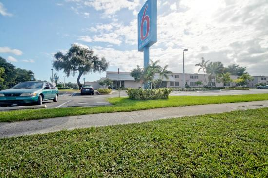 Motel 6 Miami: Exterior