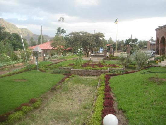 Lalibela Hotel: The charming lawns