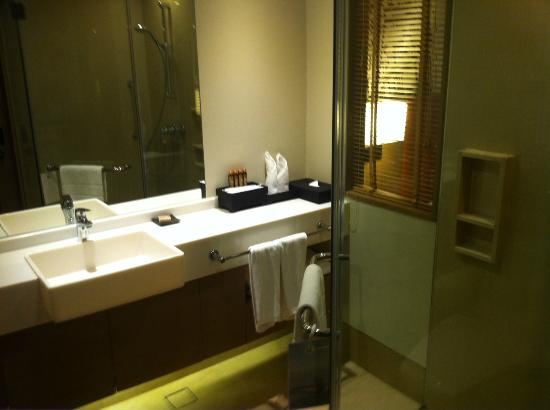 Grand Mercure Bangkok Fortune: Bathroom with lovely amenities