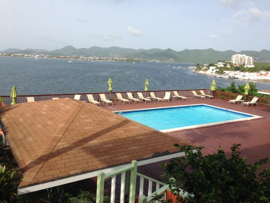 The Summit Hotel : Bay and pool view