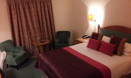 Bridgewood Manor - QHotels: Room with firm but comfortable bed.