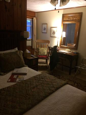 Mountainaire Inn and Log Cabins : #10. Cozy, comfortable.