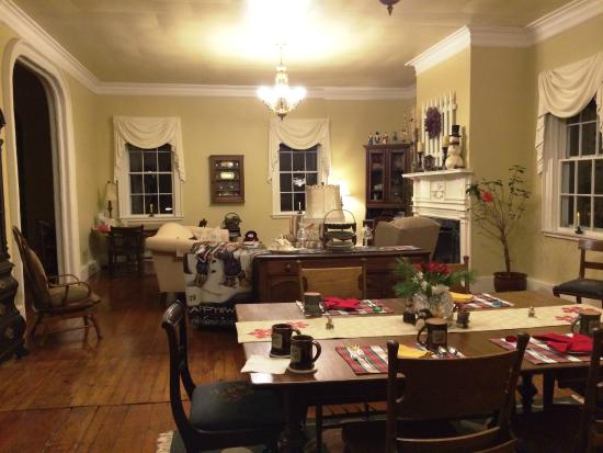 Bed & Breakfast at Oliver Phelps: Very large living - dining room.