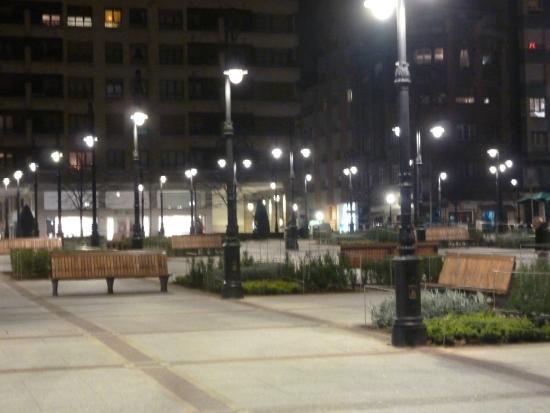 Jardines de Begona : VISTA NOCTURNA DE LOS JARDINES
