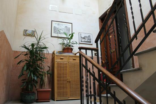 Aklesia Suite B&B - Colosseo: entrance to suites
