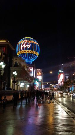 Yolos - Planet Hollywood Las Vegas: PH is a 25 min walk from the MGM , next to the Paris
