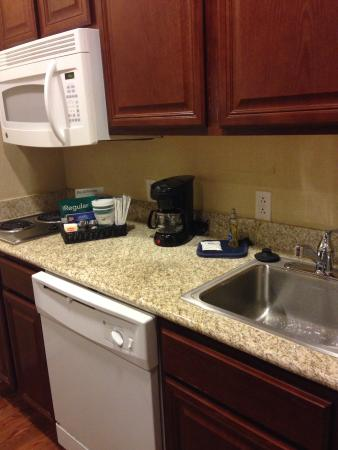 Homewood Suites El Paso Airport: Kitchenette