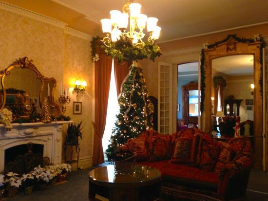 Batcheller Mansion Inn: Parlor