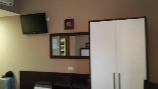 Oasi Village Hotel & Resort: Tv and cupboard in front of the bed