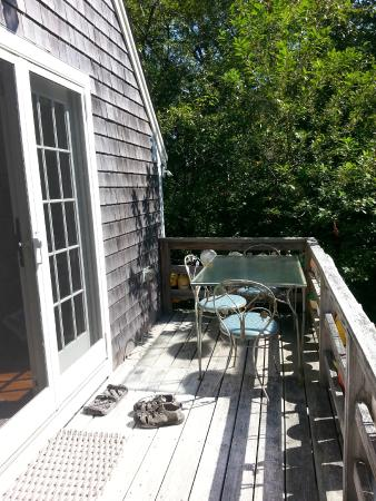 Gull Cottage Bed & Breakfast: The deck of the boat house. Al fresco dining surrounded by trees.