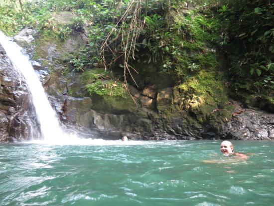 Hospedaje El Bosquecito: Uvita Waterfall and swimming hole