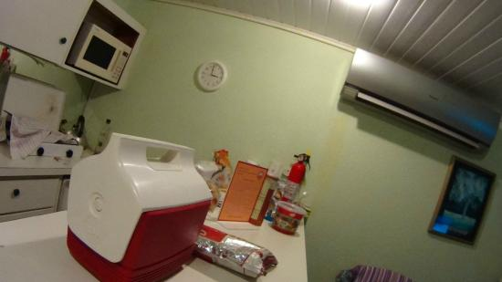 Seabreeze Apartments: Cozinha e ar condicionado