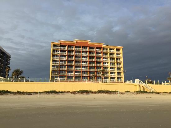 Hampton Inn Daytona Beach/Beachfront: Hampton View from the Beach