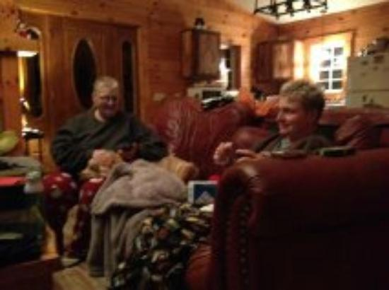 Springwood Cabins: Comfy Couch - Satellite Tv