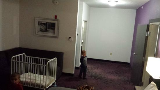 Holiday Inn Express & Suites Columbus-Polaris Parkway: Extra Space in Room