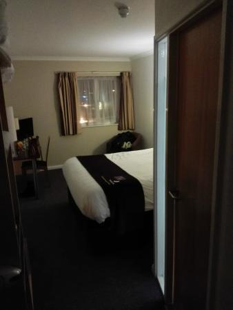 Premier Inn Warrington Central North Hotel: Bedroom