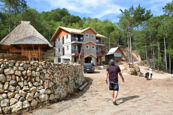 Sagada Bilza Lodging Main Hotel With A Traditional Nipa Hut At Lodge