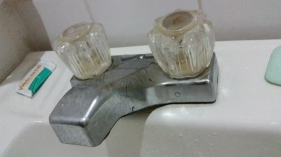 Casa Buena Vista B & B: kitchen and bathroom need update
