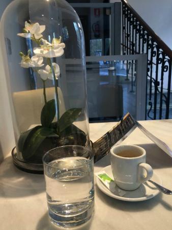 Hotel One Shot Luchana 22: Petit espresso après petit déjeuner et juste avant de sortir