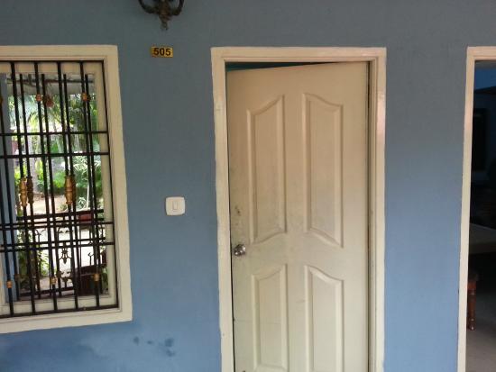 Soorya Beach Resort : entrance to room