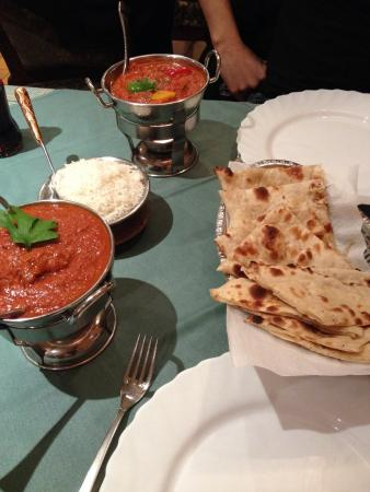 Indian zayeka : Boeuf rosh... Et poulet Tikka massala avec naan nature et au fromage