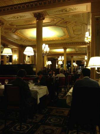 Int rieur du restaurant foto di cafe de la paix parigi for La paix interieur