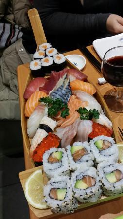 Sushi Ba\'r Montparnasse - Picture of Sushi Ba\'r Montparnasse ...