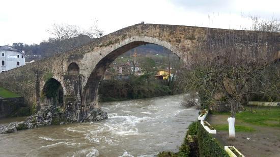 Hotel El Sella: Puente Romamico