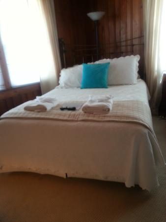 Cypress House Inn: Comfy bed